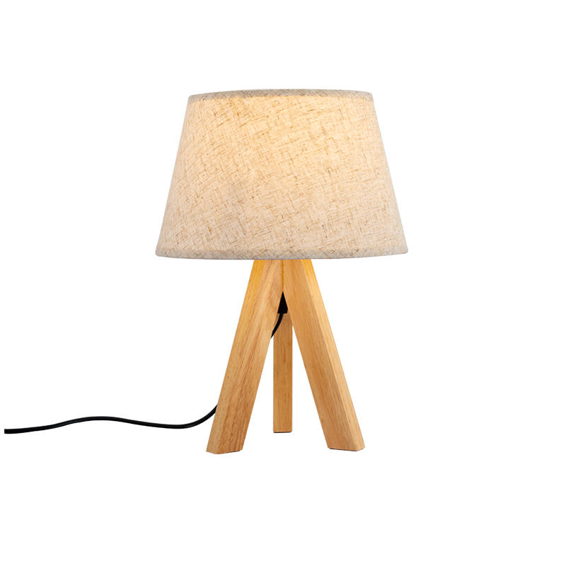 Classic Design Tripod Wooden Base Table Lamp for Hotel Room M20172