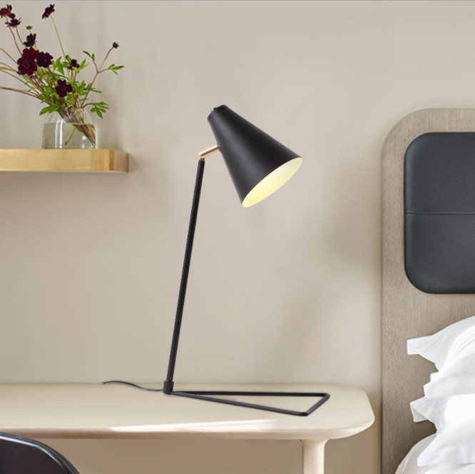 Macaron Nordic Style Triangle Table Lamp for Office M20153